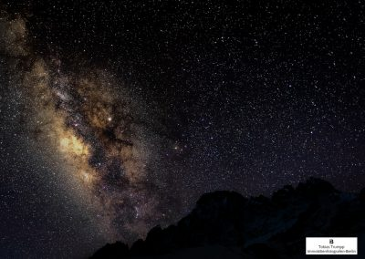 milky way over mount everest
