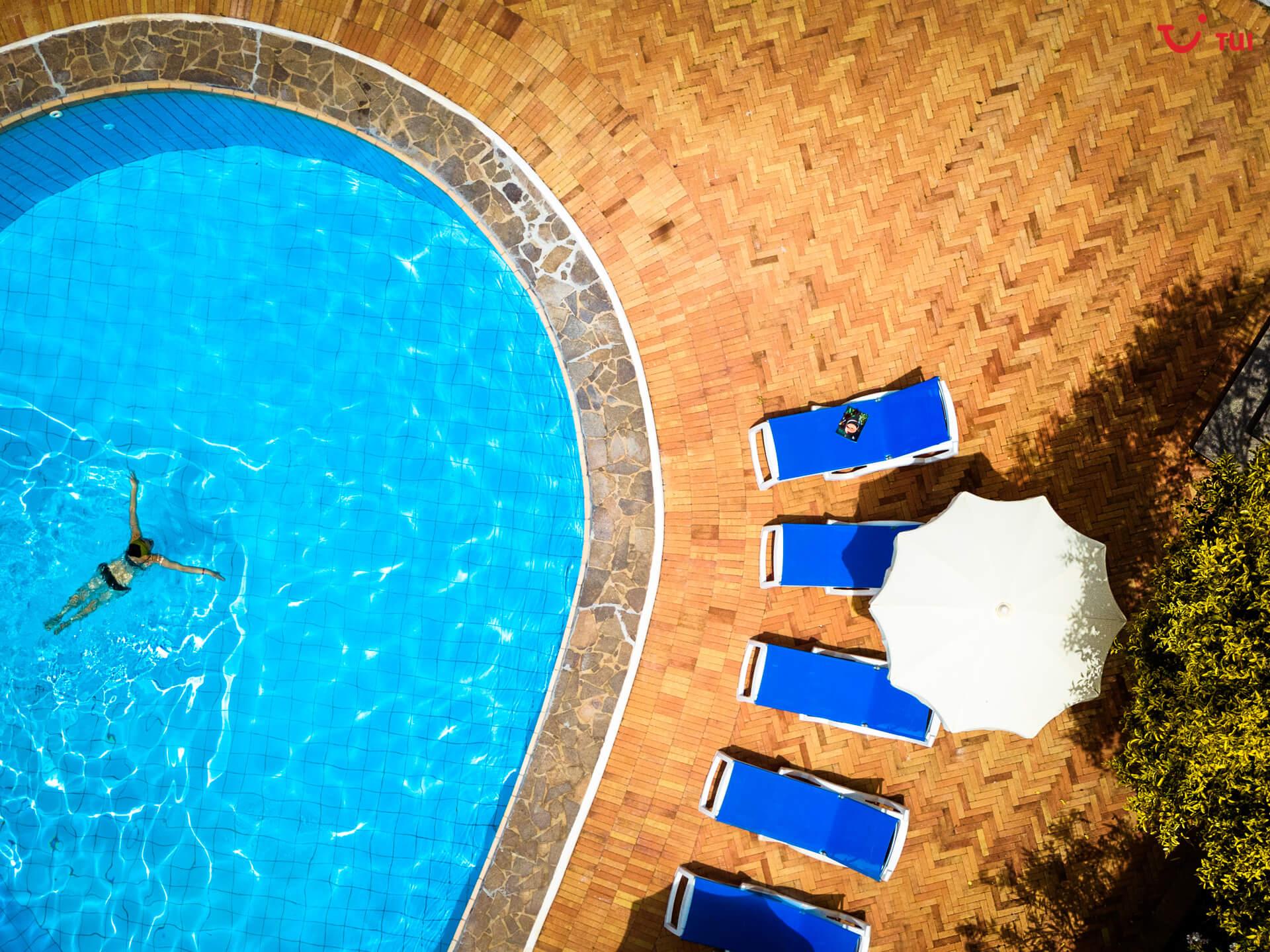 Swimmingpool von oben