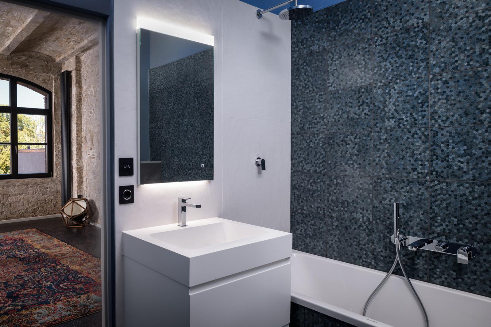 modernes Badezimmer in einer Loft in Berlin