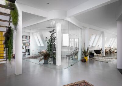 home office mit glaswand in loft